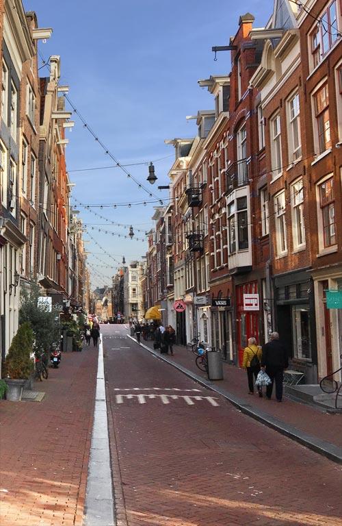 5084afb31a26d4 Winkels in Amsterdam  Ontdek de winkelstraten tijdens een gezellig ...